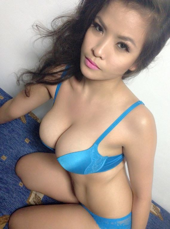 Gorgeous full figured Pinay model ready for erotic sex chat.